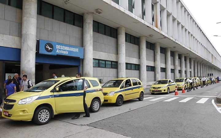 Fila de Táxi no aeroporto Santos Dumont