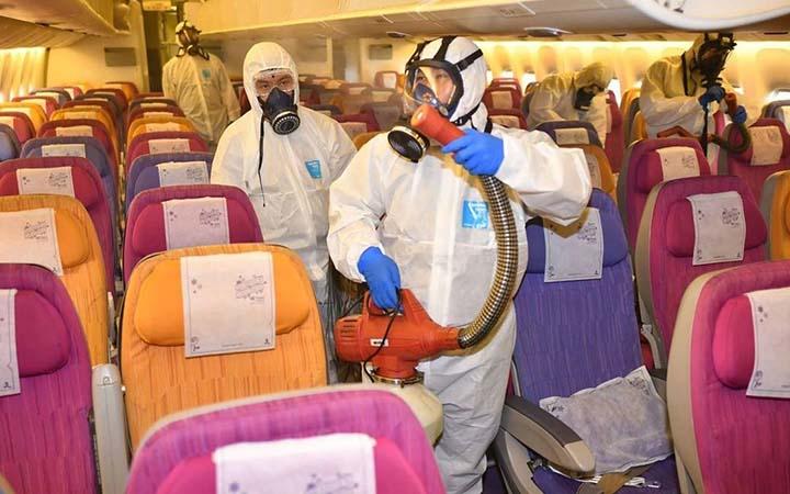 Limpeza dentro do avião