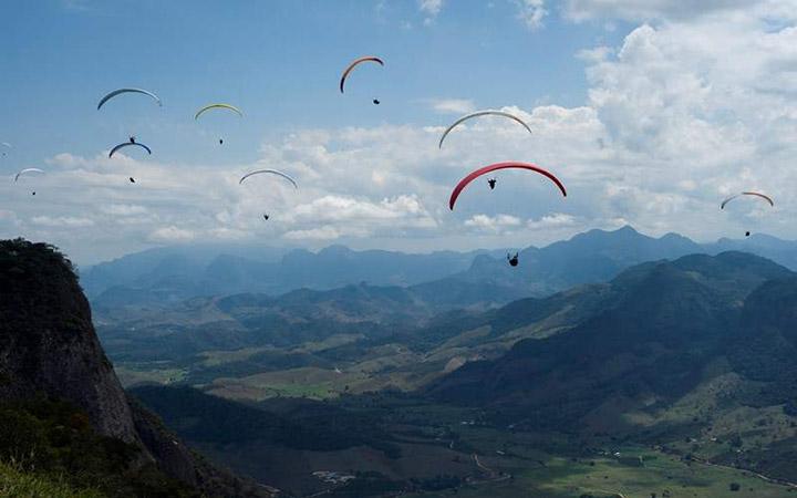 Voo livre de paraglider