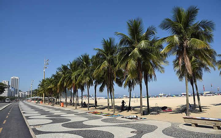 Calçadão perto da praia