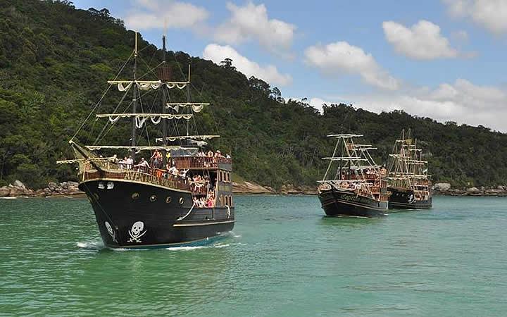 Passeio no Barco do Pirata em Balneário Camboriú