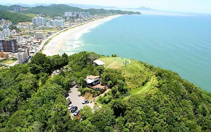 Vista aérea do Morro do Careca em Balneário Camboriú