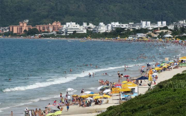 Praia em Jurerê