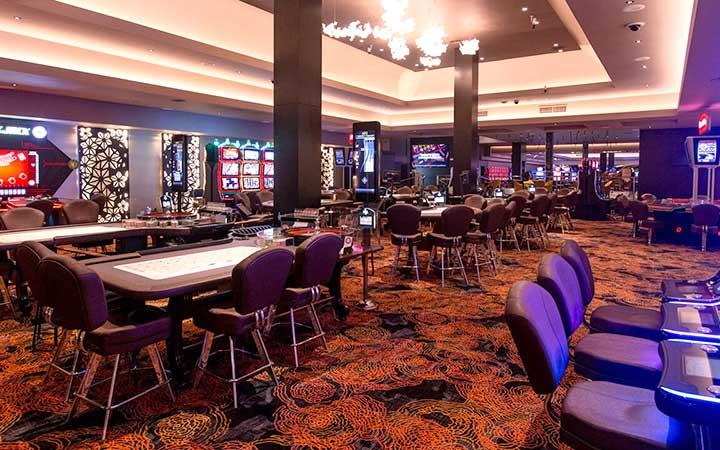 Mesas e cadeiras do Casino Iguazú