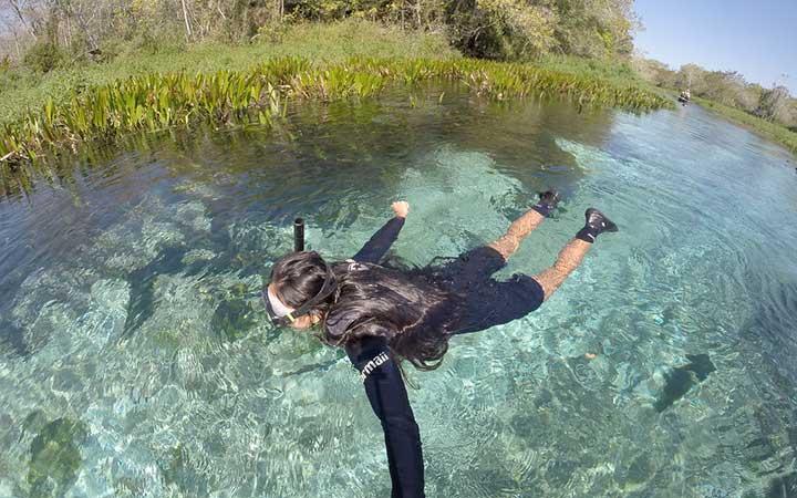 Pessoa nadando em Rio Bonito MS