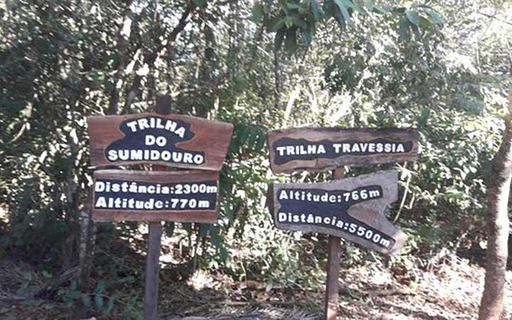 Placas da Trilha do Sumidouro e Trilha da Travessia - Parque estadual do Sumidouro