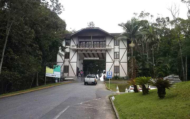 Portal de entrada do Parque Zoobotânico de Brusque