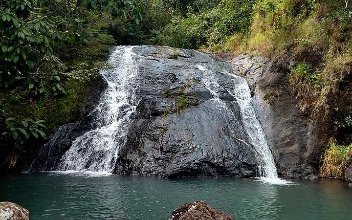Cachoeira e vegetação Sete Quedas - Águas da Prata