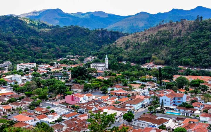 Vista aérea casas na cidade Águas da Prata SP
