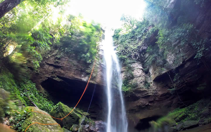 Cachoeira Escorrega Macaco